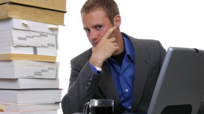 Как быть, если работник отказывается подписывать трудовой договор