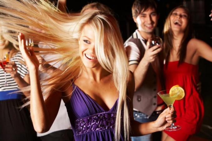 Как девушке танцевать на дискотеке