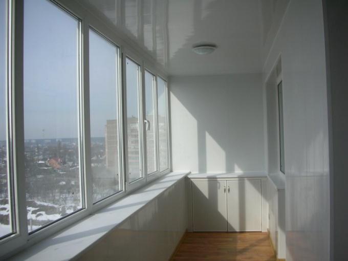 Как лучше застеклить балкон
