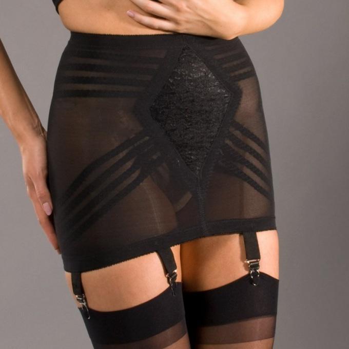 How to wear a garter belt
