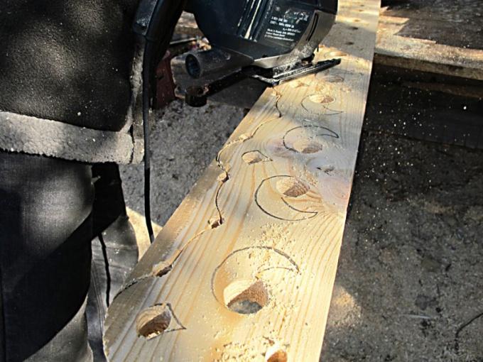 Как вырезать круглое отверстие