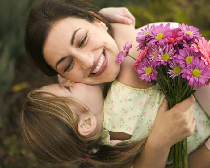 Как оригинально поздравить маму