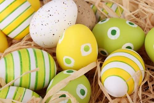 Как раскрасить яйца