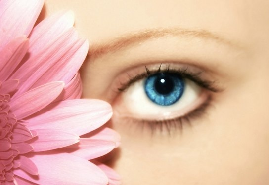 Как отбелить кожу вокруг глаз