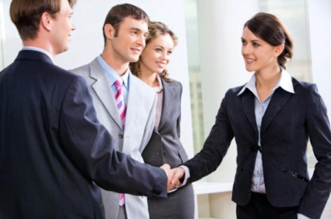 Как вести себя менеджеру с клиентами