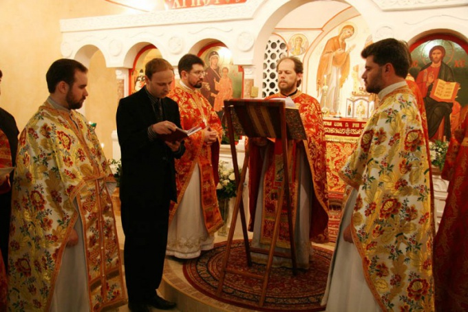 Как проходит пасхальная служба в церкви