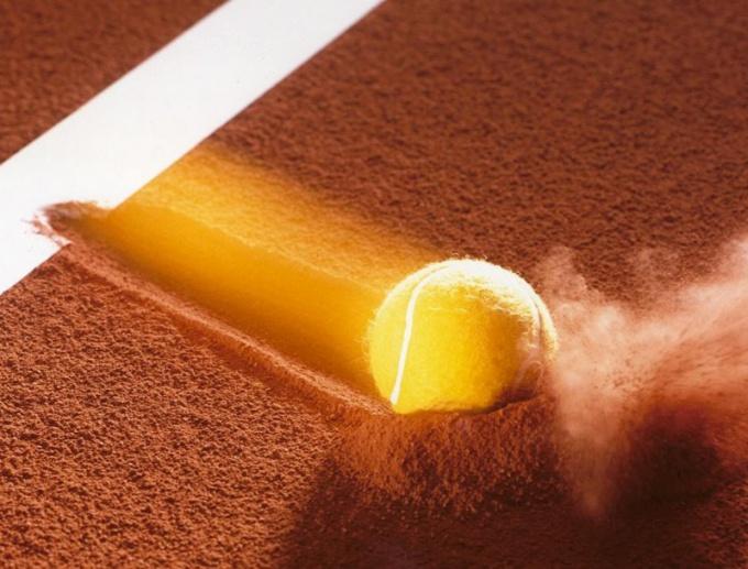 Как бросить теннисный мяч