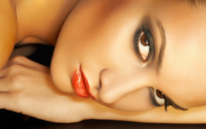 What makeup is fashionable in the spring 2012