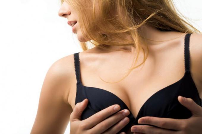 Как увеличить грудь естественным способом