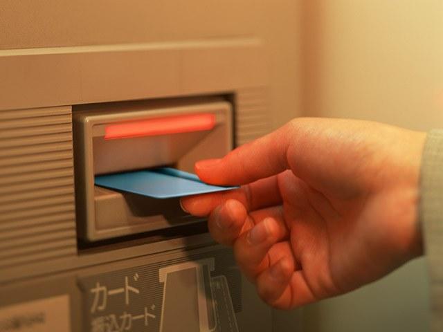 Как внести деньги на карту через банкомат