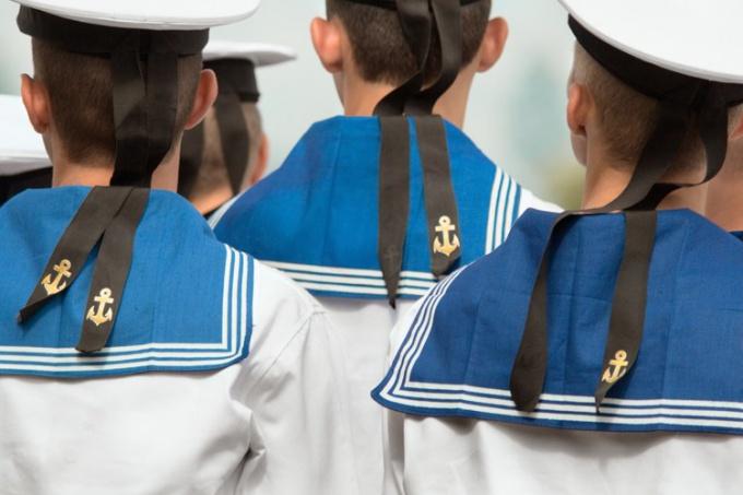 Как сшить костюм моряка