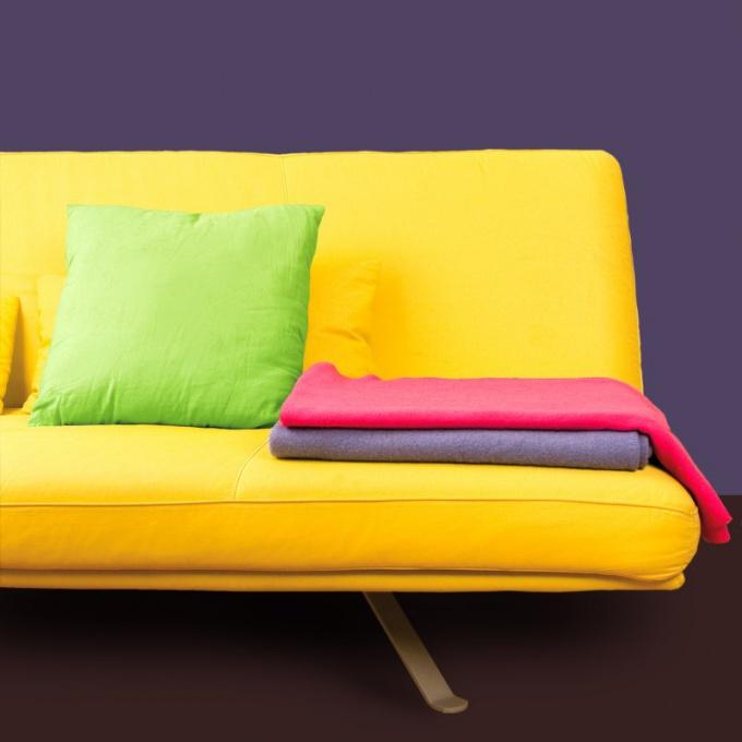 Как вывести жирное пятно на диване