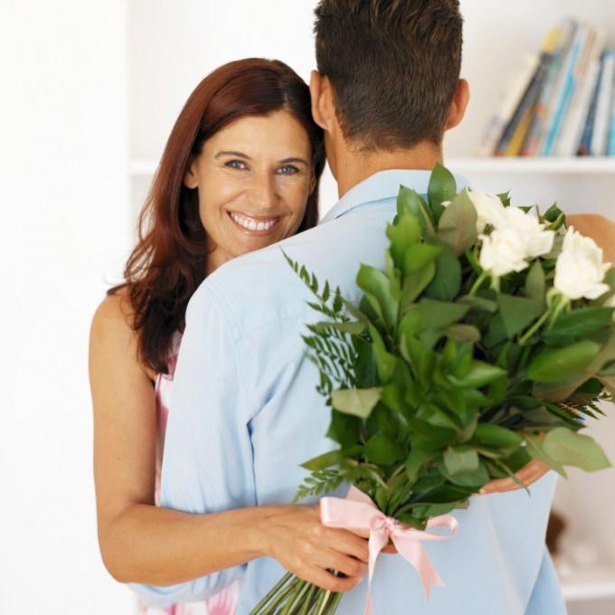 Как заставить парня дарить цветы