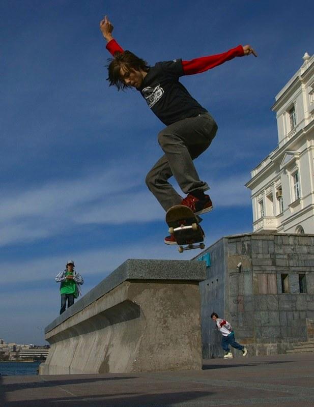 Как делать <strong>прыжок</strong> на <b>скейте</b>