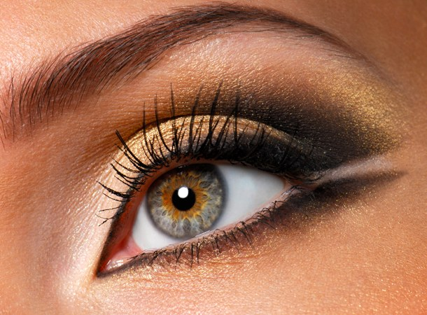 Как накрасить глаза черным