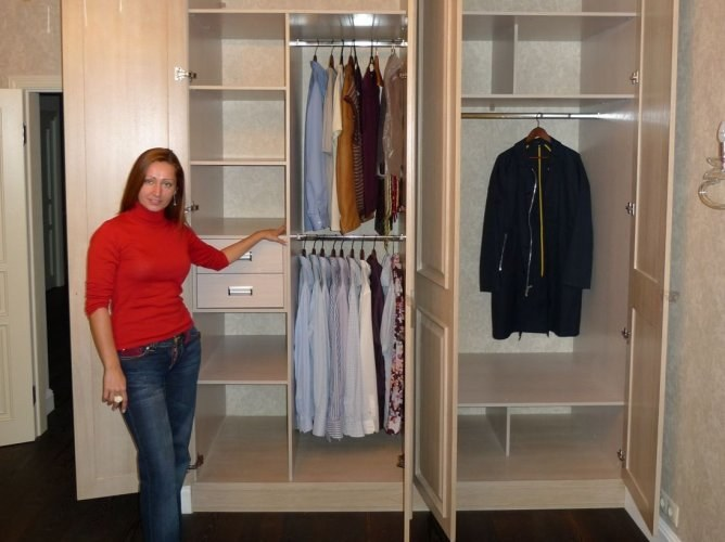 How to integrate a TV in the wardrobe
