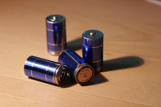 Как отличить аккумулятор  от батарейки
