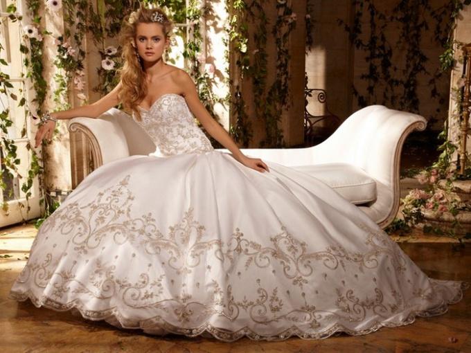 Как надевать свадебное платье