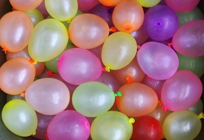 Украсьте помещение воздушными шарами