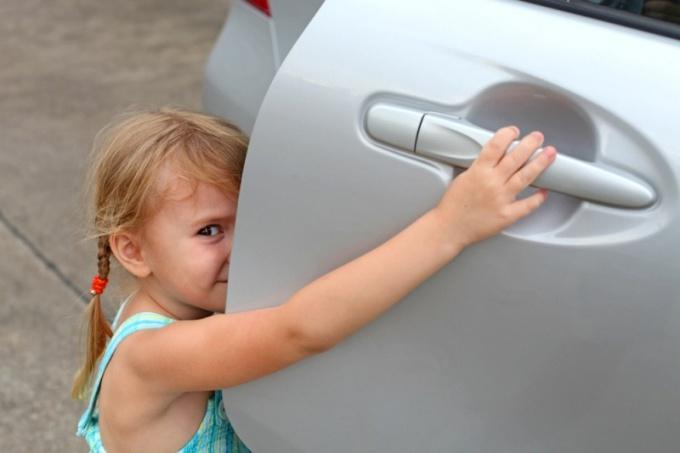 Как открыть водительскую дверь
