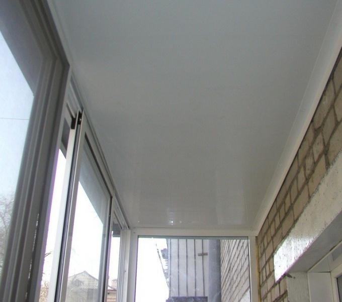 Как обшить потолок пластиковыми панелями