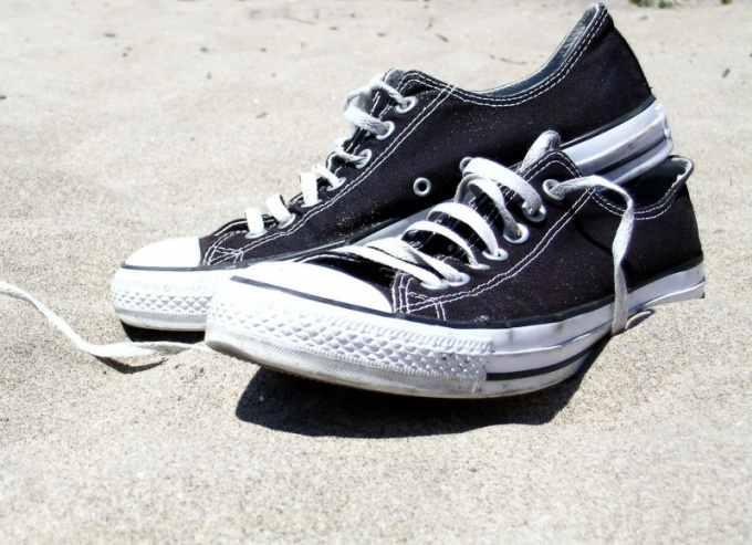 How to whiten shoes