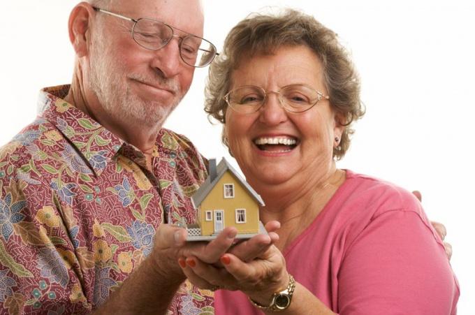 Как пенсионеру получить квартиру
