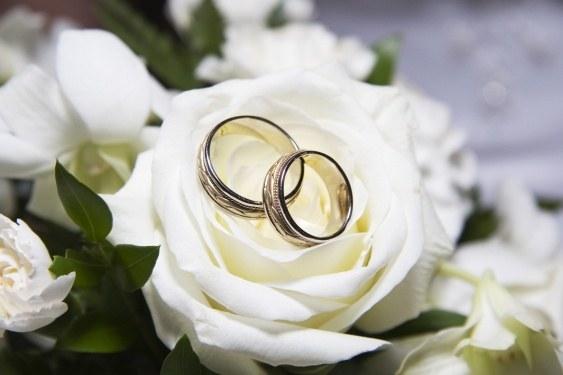 Как одеться на свадьбу гостям