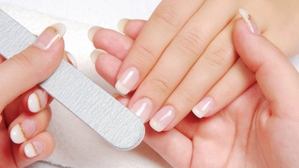 How to polish your nails