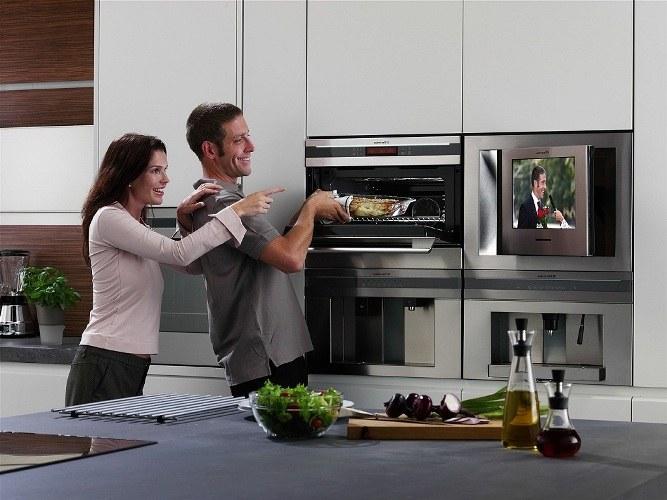 Как встроить телевизор на кухне