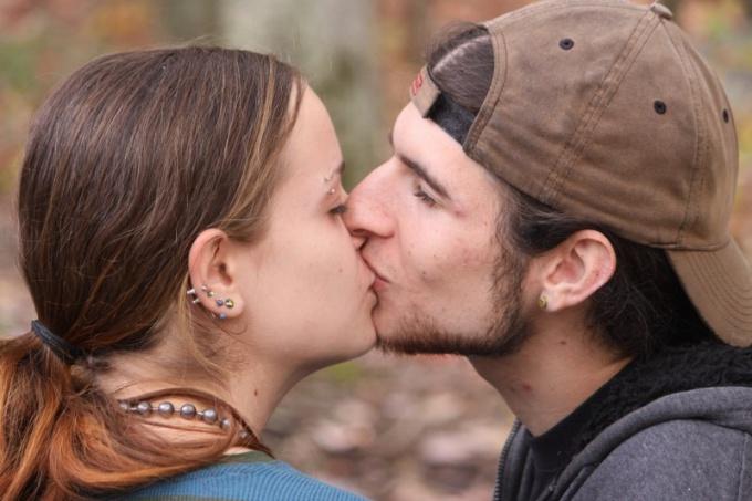 Как нужно целовать девушку