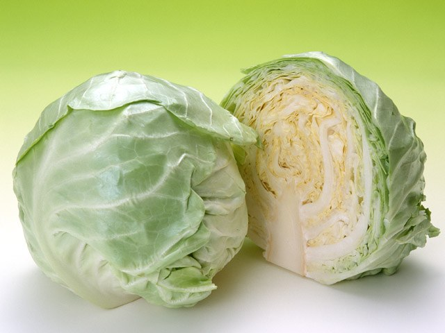 How delicious to fry cabbage