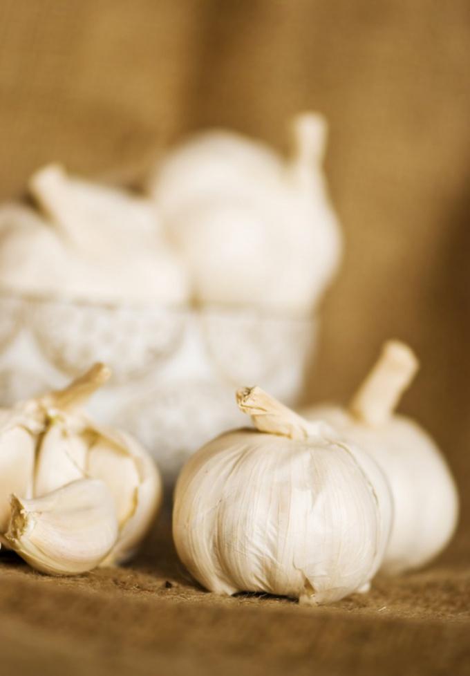 Как мариновать чеснок  на зиму