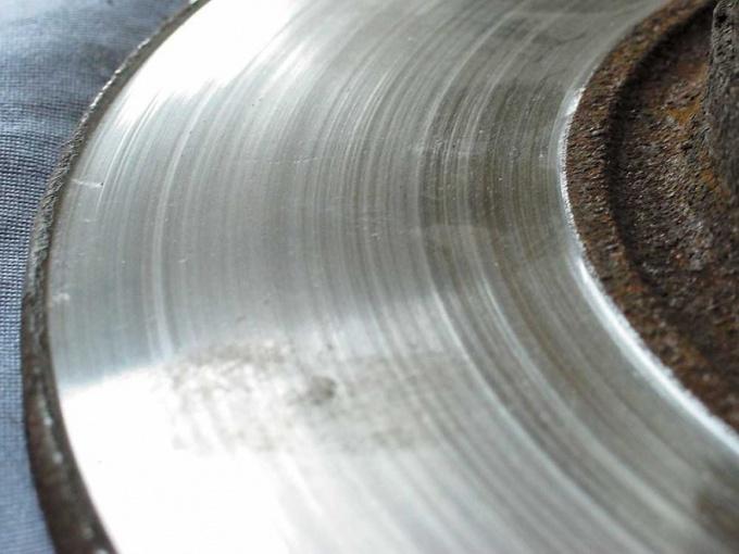 Как проверить износ тормозных колодок