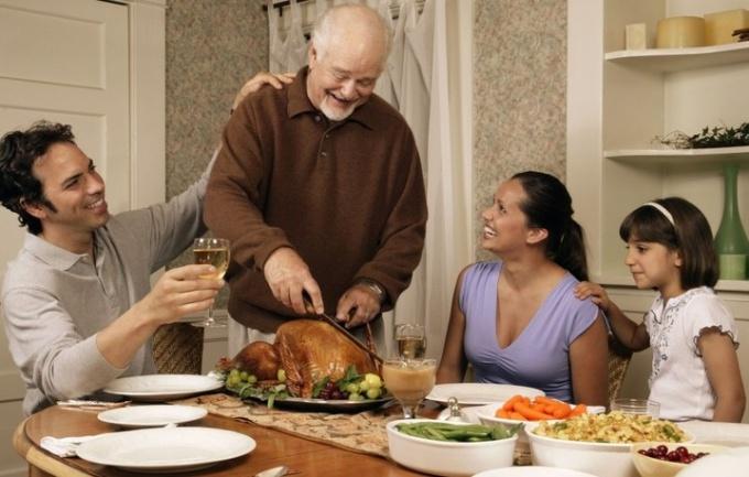 Как на праздниках не переедать