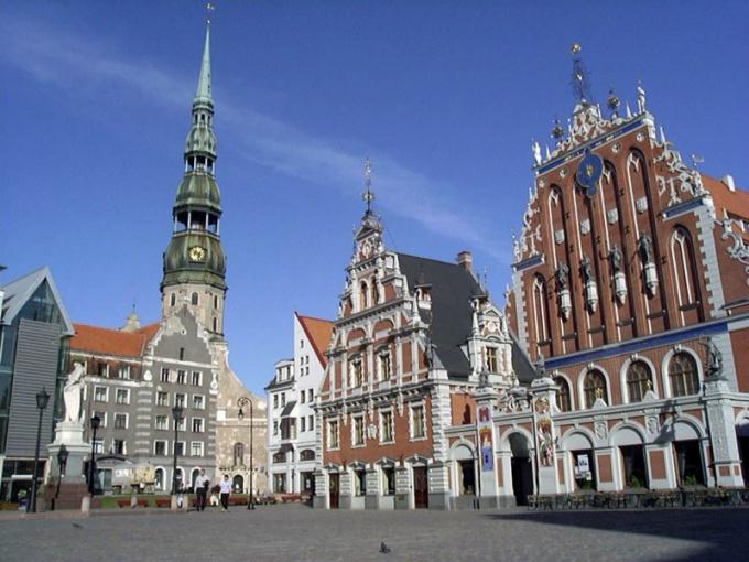 Как перевести деньги в Латвию