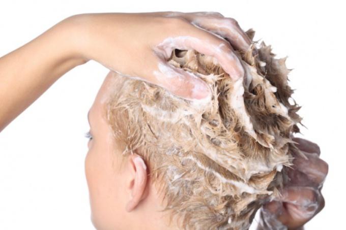 Как очистить волосы от краски
