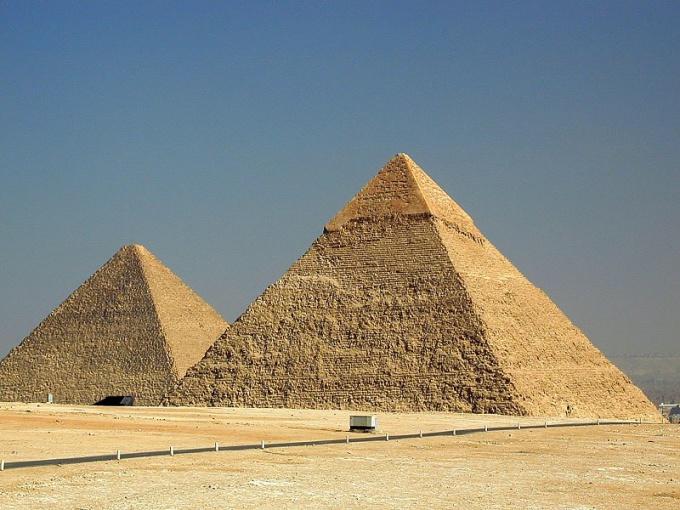 Как обнаружить уравнение плоскости пирамиды