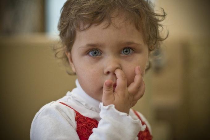 Как отучить ковырять  в носу