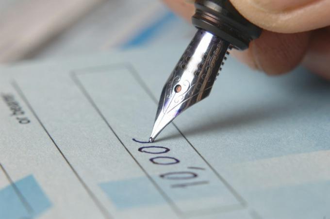 Как арестовать счет должника