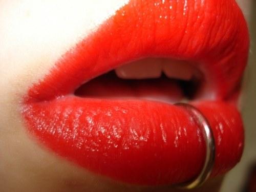 Как не больно проколоть губу