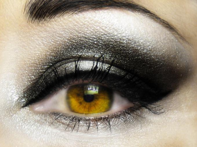 Накрасьте глаза ярко