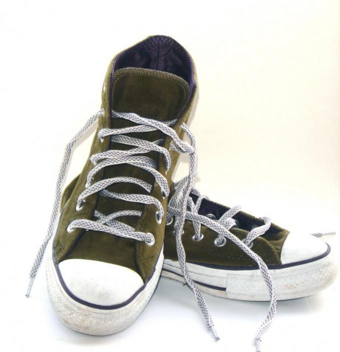 Как быстро завязать шнурки