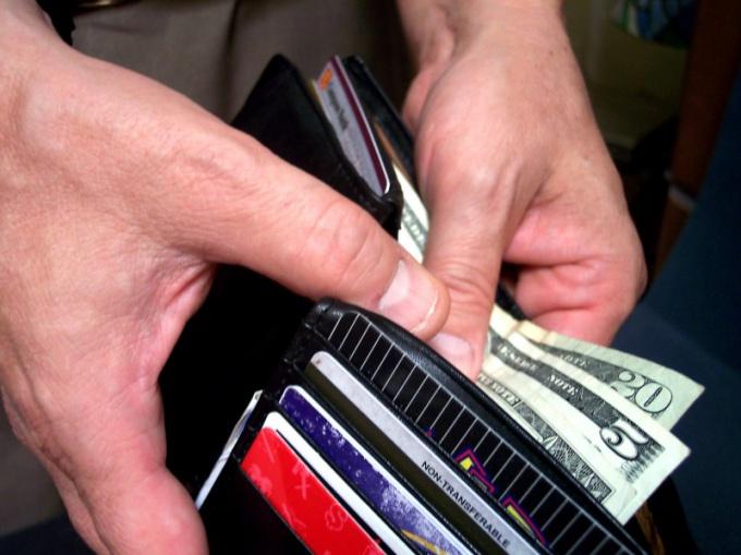 Как перевезти за границу деньги