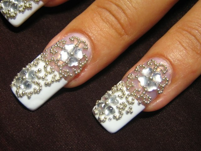 How to apply rhinestones on nails