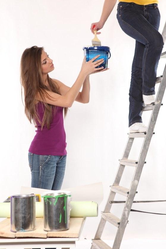 Как очистить потолок от водоэмульсионной краски