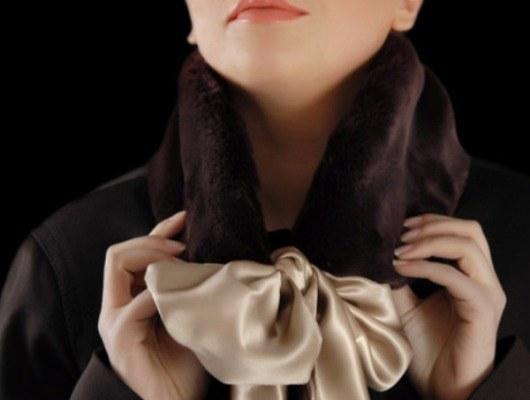 Как повязать платок на пальто