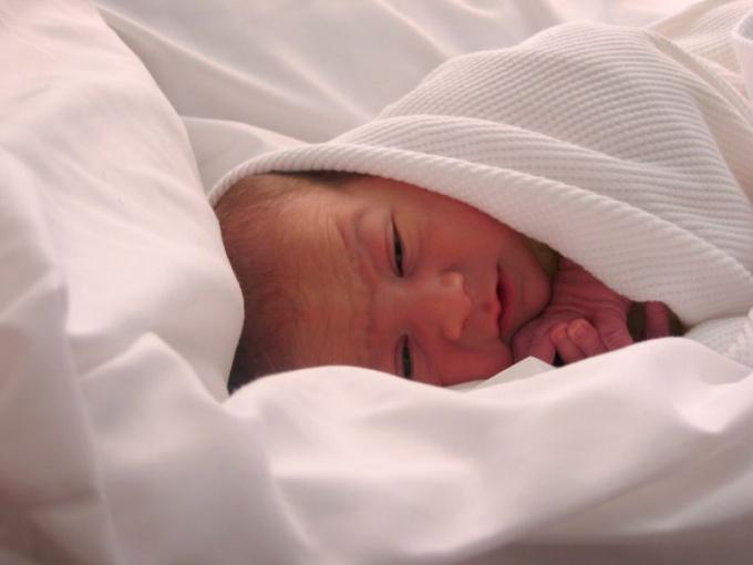 Как пеленать ребенка в одеяло