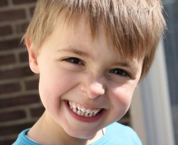 Как отбелить зубы у ребенка