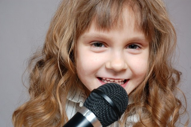 Как петь на сцене